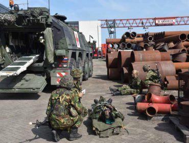 Koninklijke Landmacht oefent bij Van Heck